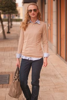 Easy casual look for the weekend - cashmere sweater, oxford shirt, skinny jeans, Longchamp purse and Ray Ban sunglasses