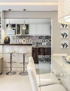 www.arquitetasexpress.com.br Você curte ambientes mais clássicos? Seu estilo pode ser o Americano, que investe em madeiras mais pesadas, tecidos, móveis e acessórios de decoração clássicos e cores sóbrias. As cores mais vivas, quando presentes, em geral são utilizadas em elementos pontuais. www.arquitetasexpress.com.br/decoracao-estilo-americano/ #decoracao #decoracaoexpress #arquiteturaexpress