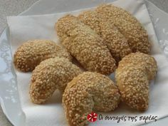 Sesame koulourakia (cookies) that are very easy to make.