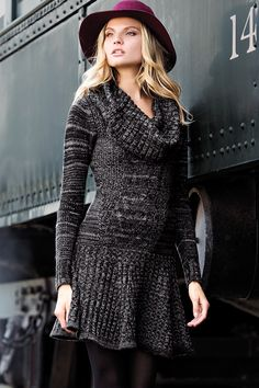 A chic sweaterdress equals easy fall style. I love this kind of dress! Cowl Neck Sweater Dress, Knit Dress, Dress Up, Sweater Dresses, Style Simple, My Style, Alena Blohm, Autumn Winter Fashion, Winter Style