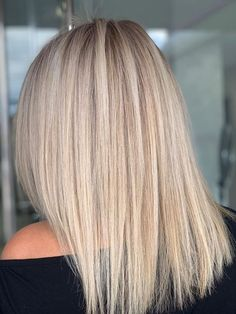 When you care for your hair your whole life changes. Good hair tells other people that you are put together. Blonde Hair With Roots, Blonde Hair Looks, Dyed Blonde Hair, Hair Color And Cut, Cute Hairstyles For Short Hair, Hair Color Balayage, Gorgeous Hair, Medium Hair Styles, Hair Inspiration