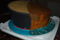 The base cake showing the two aspects...