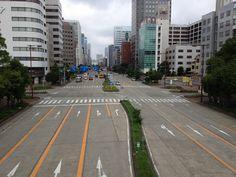 名古屋の道路。  やっぱり名古屋の道って広くてコンクリートで出来ているっていうイメージがウチの中では強いんだよね~