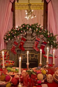 Visions of Sugarplums via Rebecca Gardner (The Glam Pad) Ghost Of Christmas Past, What Is Christmas, Pink Christmas, Christmas Home, Christmas Stockings, Christmas Wreaths, Christmas Decorations, Table Decorations, Christmas Displays