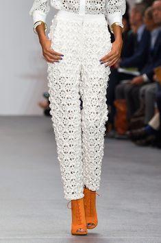 Issa at London Fashion Week Spring 2016 - Details Runway Photos Crochet Pants, Crochet Skirts, Crochet Clothes, Crochet Quilt Pattern, Moda Crochet, Couture Fashion, Boho Fashion, Fashion Spring, London Fashion