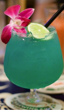 Spring Break Cocktails:    5 tropical drinks to make at home
