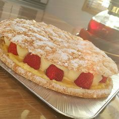 Media Easy Sweets, Sweets Recipes, Cooking Recipes, Crepes And Waffles, Custard Desserts, Sweets Cake, Bread Cake, Best Breakfast, Food Design