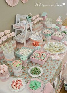 "Vintage / retro / baby shower ""shabby chic tea party candy b Candy Table, Candy Buffet, Dessert Table, Diy Fest, Party Deco, Bar A Bonbon, Dulce Candy, Shabby Chic Dining, Candy Party"