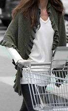 Knitting Pattern For Kate Middleton s Shawl : Knit 1 Purl 2 on Pinterest Shawl, Knitting and Yarns