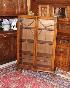Beautiful English Antique Mahogany Queen Anne Bookcase / Display Cabinet.