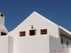 Skulpie Jacobsbaai - Skulpie Jacobsbaai offers one Sea View Unit that can sleep two adults and two children; and one downstairs open-plan unit sleeping two adults and is situated in Jacobs Bay; only a stone's throw from . Built In Braai, One Bedroom Apartment, Open Plan, Weekend Getaways, West Coast, The Unit, Building, Thatched Roof, Sleep
