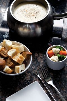 Three Fondue Recipes From The Melting Pot Looking for a fun and easy meal idea for your next weekend getaway to the cabin? Fondue pairs perfectly with relaxing and bonding with family and friends. The unique experience brings people toge Swiss Cheese Fondue, Best Cheese Fondue, Cheese Food, Cheese Fondue Recipes, Fondue Recipe Melting Pot, Melting Pot Recipes, The Melting Pot, Fondue Restaurant, Fondue Party
