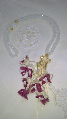 Beyaz Taş,Kaftan İmame ve Eflatun renk çiçek kombini. #tesbih #tasarım #moda #kadın #namaz #aksesuar #hediyelik