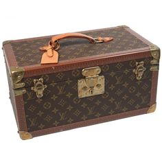 Preowned Louis Vuitton Vintage Monogram Cosmetic Travel Train Case (52,025 MXN) ❤ liked on Polyvore featuring beauty products, beauty accessories, bags & cases, bags, luggage, suitcases, borse, louis vuitton, brown and toiletry bag