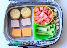 Homemade Lunchables-- trade the crackers for whole-wheat pita and use low-fat cheese to take this lunchable to the next level! #lunch | www.kurbo.com