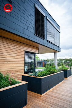 Facade and raised bed with Siding.X in anthracite Modern Architecture House, Facade Architecture, Aluminium Facade, Natural Stone Wall, Facade House, House Facades, Raised Beds, Backyard Patio, Cladding