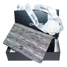 depot vente de luxe en ligne chanel portefeuille rayures en cuir verni - On sale eshop luxe www.tendanceshopping.com