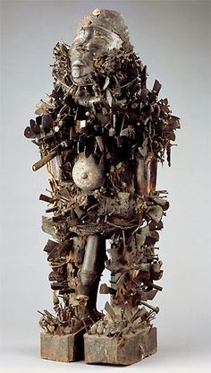Object: statue Materials: wood, shells, metal, pigments, fibres, glass, pearles  Origin: Kongo, around Mayombe, Bas-Congo, DR Congo  Acquisition date: 1949