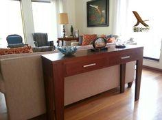 Consola en sala principal / Livingroom console table