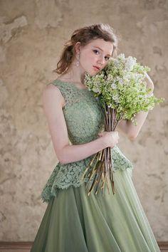 1969e90c816d8 花嫁心を知り尽くしたデザイナー山城葉子が奏でる♡可愛すぎる『Leaf for Brides』のドレス集♩にて紹介している画像