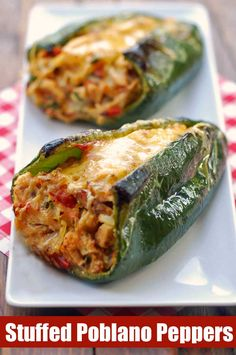 Oven baked, chicken stuffed poblano peppers are delicious, gorgeous, and healthy. These types of healthy dinner recipes intrerrup your comfort and ease food absolute favorites. Think Food, I Love Food, Good Food, Yummy Food, Tasty, Healthy Delicious Recipes, Healthy Recepies, Stuffed Peppers Healthy, Stuffed Poblano Peppers