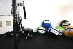 Fitnessstudio Köln, Einrichtung, Interior, Industrial chic, Loft, Medizinbälle