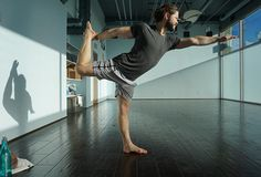 5 Essential Yoga Poses for Men : Triangle Pose | Bicycling