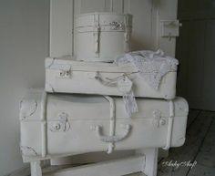 oude koffers met een likje verf, om rommel in op te ruimen #opruimen