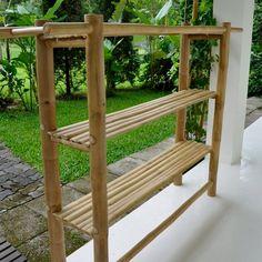 New Bamboo Decoration Ideas #bamboodesign Bamboo Shelf, Bamboo Art, Bamboo Crafts, Bamboo Garden, Bamboo Fence, Bamboo Ideas, Bamboo Table, Garden Planters, Dump Furniture