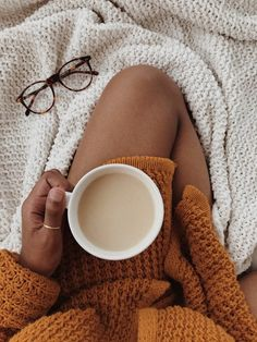 So, I have an amazing opportunity to visit a university on Friday+Saturday, but they want you to sle Creative Instagram Stories, Instagram Story Ideas, Insta Ideas, Café Sexy, Foto Nature, Foto Casual, Autumn Aesthetic, Aesthetic Girl, Coffee Photography