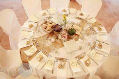Dressage de table : déco de table blanc et or pour mariage