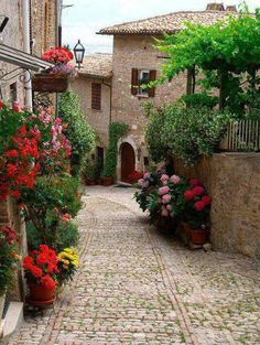 17 Unique Places Around the World - Montefalco,Italy