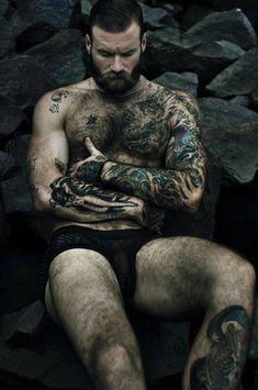 Beard or ink . Beard or ink? Hairy Men, Bearded Men, Barba Sexy, Style Hipster, Beard Love, Big Beard, Inked Men, Beard Tattoo, Hair And Beard Styles