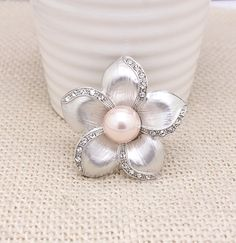 $2.43 Glamorous Crystals Floral Brooch. Choose your jewelry for everyday on www.baoshy.com