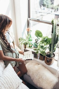 Decorative plants are a great way of adding some decor to your dorm room! These are simple tips and tricks for adding plants into your dorm decor! Uo Home, Home By, Uni Room, Dorm Room, Urban Outfitters Bedroom, Interior And Exterior, Interior Design, My New Room, My Dream Home