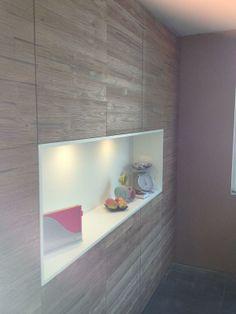 Wandmeubel in keuken, met decor: Stapelhout Eiken. Geprint op massieve 3 lagen panelen.