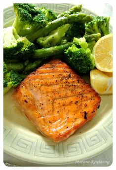 Somon la tigaie cu broccoli si sparanghel Romanian Food, Baby Food Recipes, Broccoli, Good Food, Turkey, Vegetables, Day Planners, Per Diem, Salmon