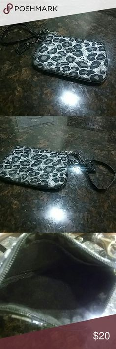 😍Cute Coach Wristlet😍 Fun print Coach Wristlet in very good condition😍 Coach Bags Clutches & Wristlets