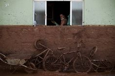 O rompimento de duas barragens de rejeitos da Samarco em Minas Gerais, que já resultou em pelo menos três mortes, acontece num momento em que o número de acidentes fatais no setor de mineração como um todo parece estar aumentando, depois de anos de queda.