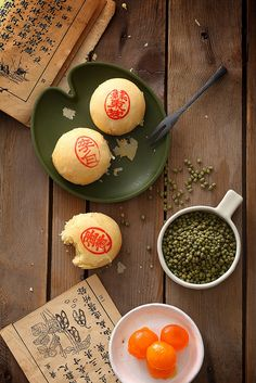 Asian Recipes, Sweet Recipes, Healthy Recipes, Ancient Chinese Food, Chinese Cake, China Architecture, Dark Food Photography, Mooncake, Simple Photo