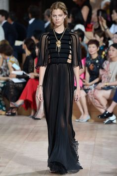 Valentino Fall 2015 Couture Fashion Show - Lexi Boling