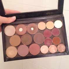 """"""" The final day of the fall beauty challenge, Day Favorite autumn palette. It must be my large Z-pallet with all the eyeshadows I own. Beauty Essentials, Eyeshadows, Makeup Collection, Sunscreen, Makeup Tips, Mascara, Pallet, Challenge, Make Up"""