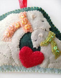 Free pattern for felt polar bear ornament
