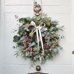 Roses and Rolltops : Christmas // Winter Blooms and Wreaths {for non-DIYers} with The Real Flower Company Christmas Door Wreaths, Christmas Flowers, Green Christmas, Holiday Wreaths, Rustic Christmas, All Things Christmas, Christmas Lights, Christmas Time, Christmas Crafts
