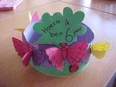 verjaardagskroon: vlinder Fun Arts And Crafts, Crafts For Kids, Spring Hats, Hat Day, School Themes, Kids Hats, Kid Spaces, Diy Costumes, Preschool Crafts