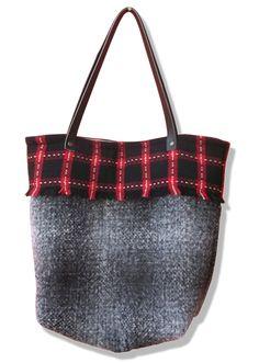 cabas en lainage http://www.alittlemarket.com/boutique/yza_dora-280357.html
