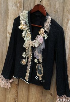 Keepsake jacket -black linen jacket, bohemian romantic, altered couture, embroidered and beaded details,old laces Diy Fashion, Ideias Fashion, Womens Fashion, Punk Fashion, Fashion Dresses, Mode Boho, Altered Couture, Denim And Lace, Black Linen