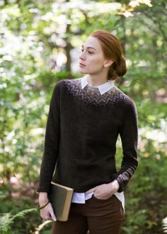 """That shoulder fade. Flight colorwork yoked pullover by Sarah Pope. From Brooklyn Tweed's """"Wool People Collection. Photographed by Jared Flood. Sweater Knitting Patterns, Knit Patterns, Fair Isle Knitting Patterns, Fair Isle Pattern, Cardigan Pattern, Ropa Free People, Mosaic Knitting, Flight Patterns, Brooklyn Tweed"""