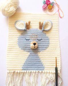 Crochet Wall Hangings, Tapestry Crochet, Crochet Home, Crochet Baby, Macrame Patterns, Crochet Patterns, Baby Deco, Baby Room Diy, Baby Rattle