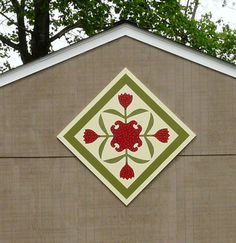 Tulip quilt for spring Barn Quilt Designs, Barn Quilt Patterns, Quilting Designs, Old Barns, Country Barns, Painted Barn Quilts, Barn Art, Applique Quilts, Simple Art